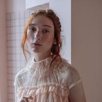 Платье из персикового шифона